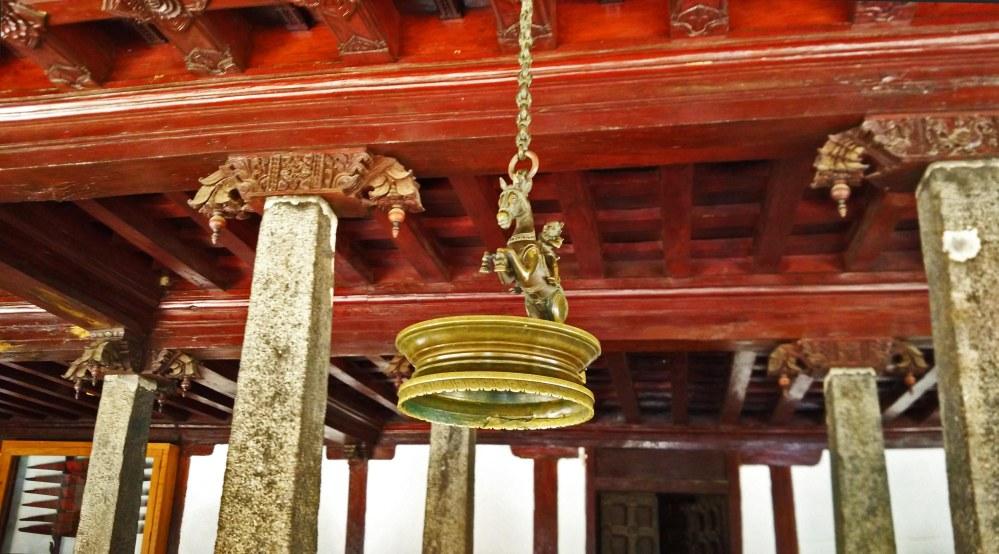 brass-lamp-padmanabhapuram-palace