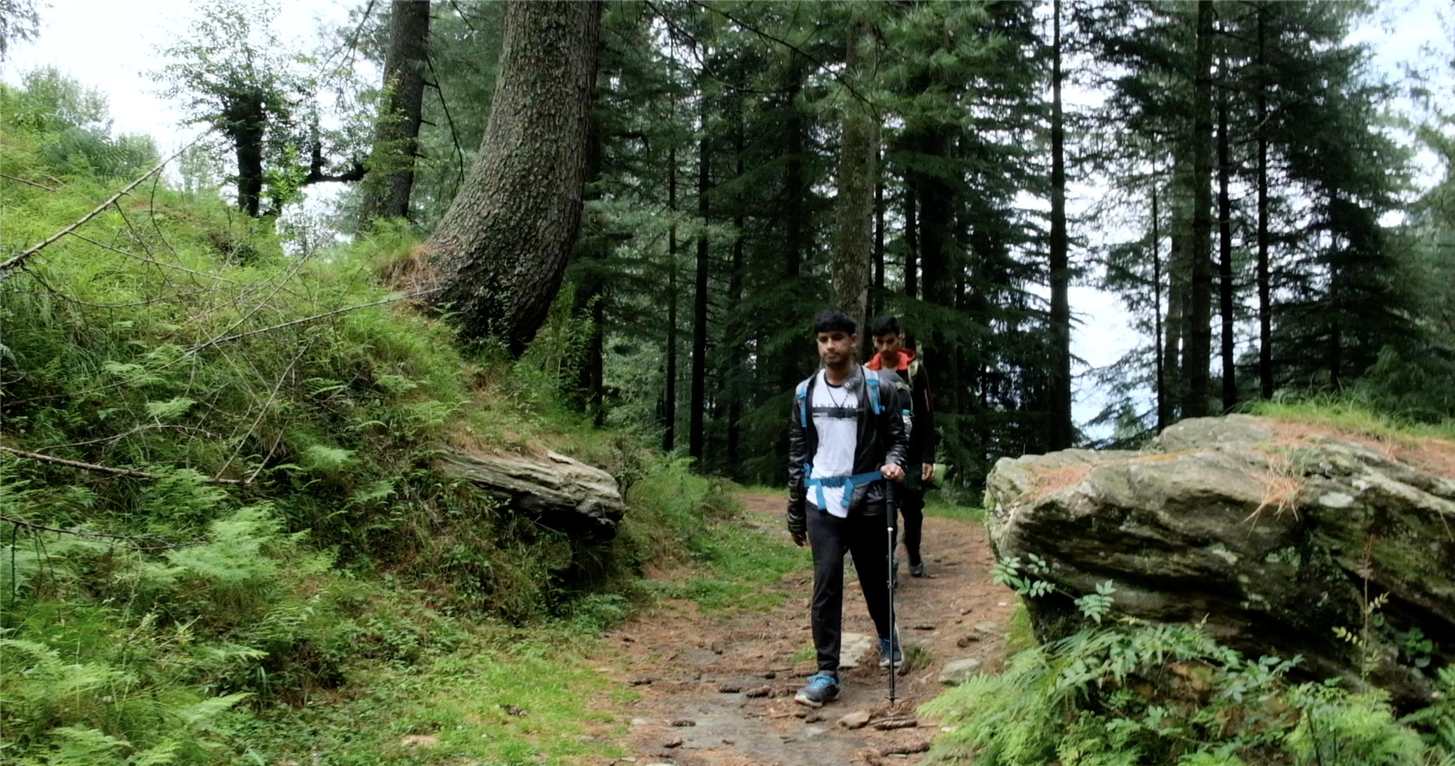 Trek to Prashar lake.png